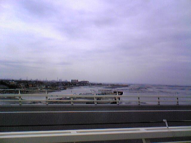 東京湾を渡って